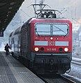 2016-12-22 DB 143 885 mit Doppelstockwagen (S-Bahn Dresden) am Bahnhof Tharandt by DCB–2.jpg