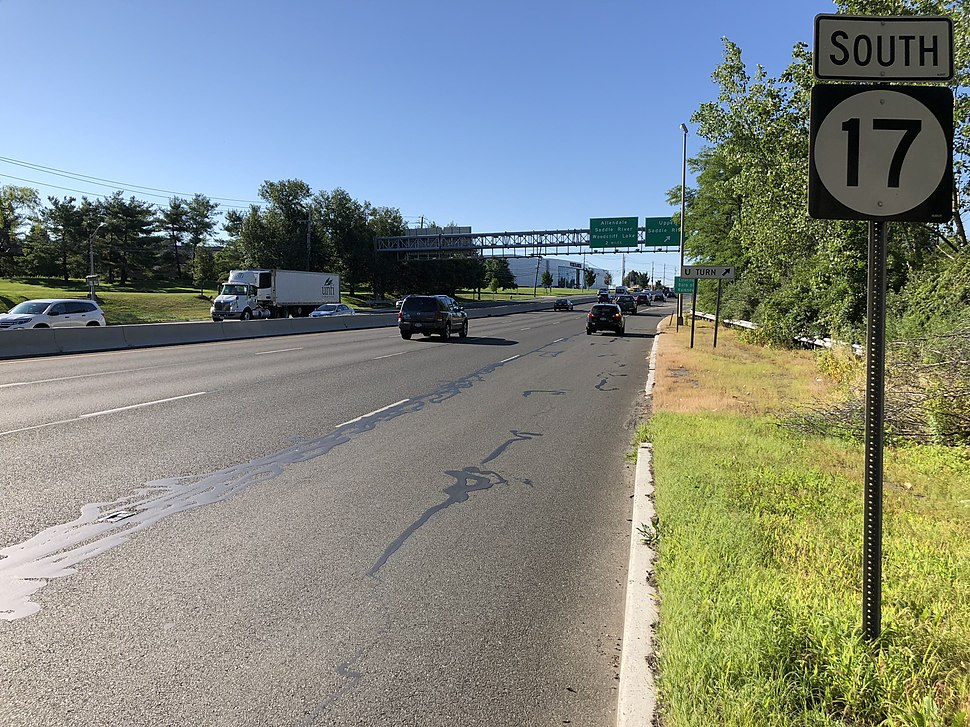 2018-07-19 08 19 34 View south along New Jersey State Route 17 just north of the exit for Upper Saddle River in Upper Saddle River, Bergen County, New Jersey