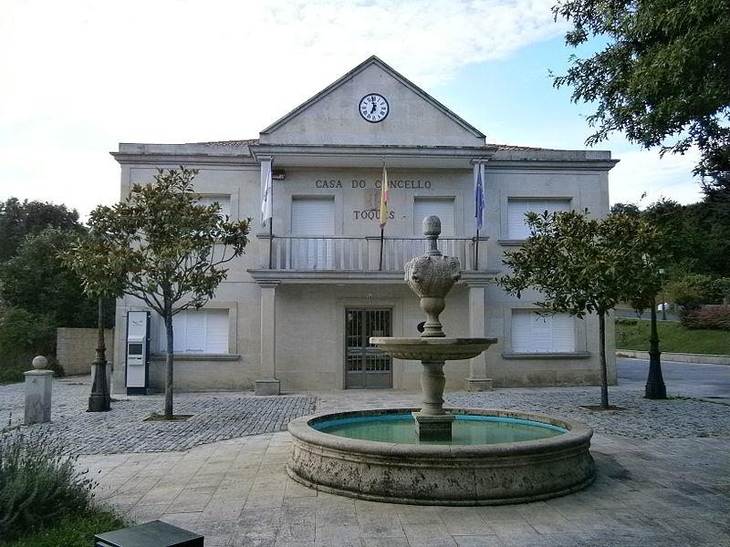 File:2 Casa do Concello de Toques (2).JPG