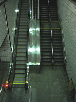 One Worldwide Plaza - Escalator to the complex from the platform of the 50th Street station