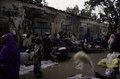 ASC Leiden - van Achterberg Collection - 03 - 41 - Un marché au bord du fleuve Niger. Une rue de sable - Ségou, Mali - novembre-décembre 1993.tif