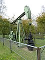 AWietze Deutsches Erdölmuseum grüne Pumpe.jpg