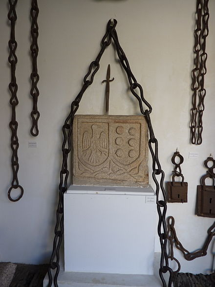 A Mariscala, the chain which allegedly kept prisoner Marshal Pardo de Cela before his execution. Museo Arqueoloxico Provincial de Lugo A Mariscala.JPG