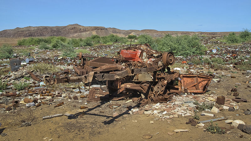 File:A dump in Boa Vista, Cape Verde, December 2010.jpg