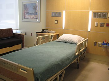 English: Private patient room at Sharp Memoria...