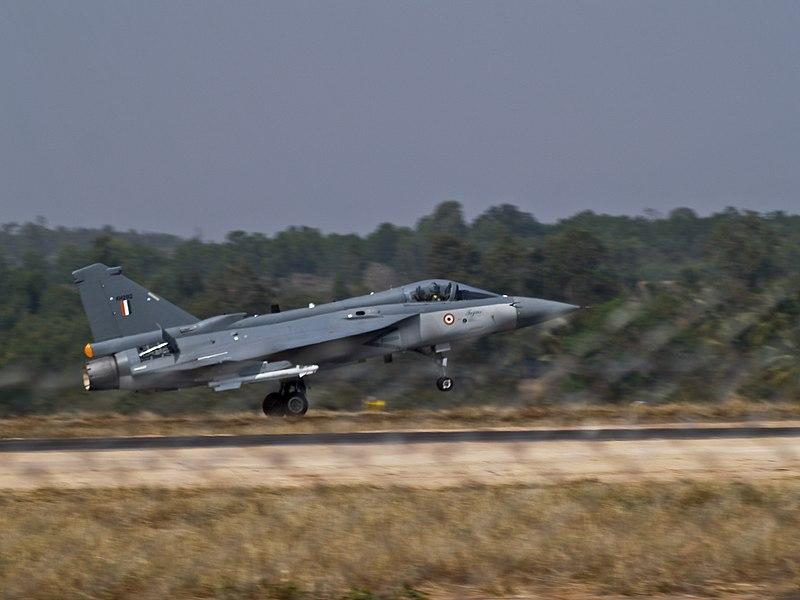 800px-AeroIndia-09_HAL_Tejas.jpg