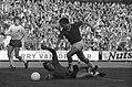 Ajax tegen Go Ahead Eagles 4-1, J Cruyff gaat keeper Zoghel voorbij, Bestanddeelnr 925-0722.jpg