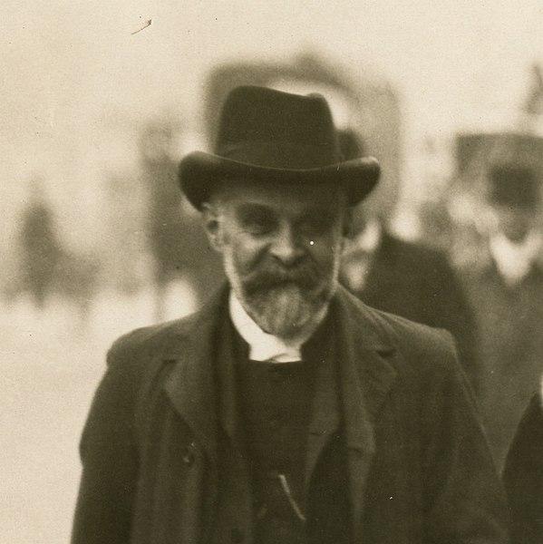 File:Alfred Caldecott, c.1910. (22531360049) (cropped).jpg
