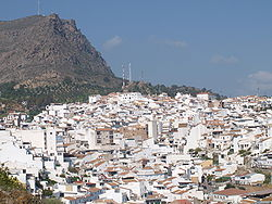 Álora seen from the castle, with mountain Hacho behind.