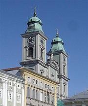 Der Alte Dom, vom Hauptplatz aus gesehen.