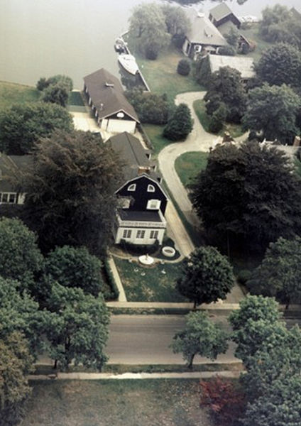Archivo:Amityville air view.jpg