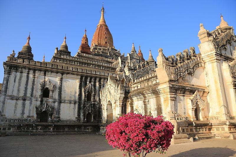 File:Ananda Temple - Bagan, Myanmar 20130209-31.jpg
