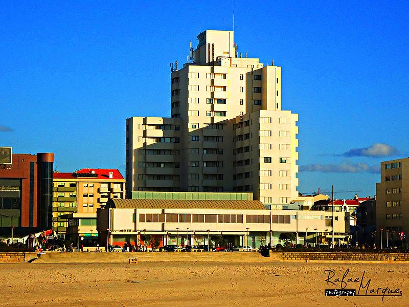 File:Apart Hotel (5357292131).jpg