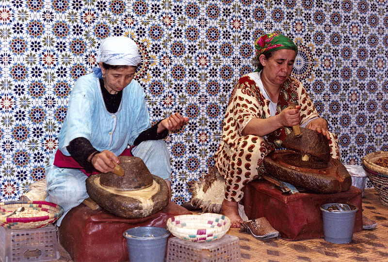 Traditional extraction process of argan oil