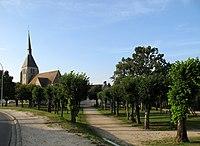 Argent-sur-Sauldre (place derrière église) 1.jpg