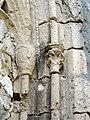 Auger-Saint-Vincent (60), église Saint-Caprais, chevet, baie rayonnante au remplage flamboyant, chapiteaux à dr..JPG