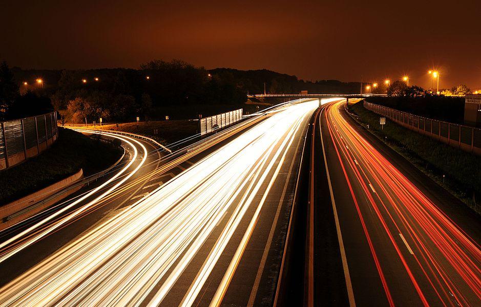 Filé autoroutier sur l'A36, près de Belfort. Composé de 8 photos de 30 secondes chacune.     This graphic was created with GIMP.