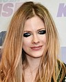 Avril Lavigne 2013 (cropped).jpg