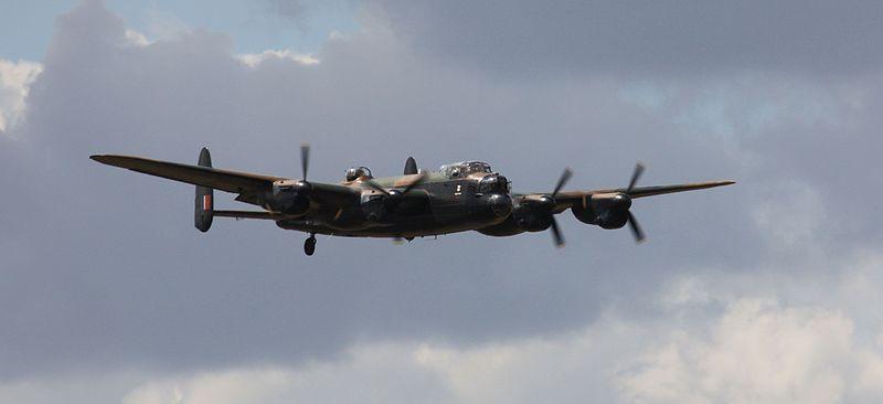 File:Avro Lancaster I - Approaching (4811665700).jpg
