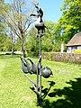 Bad Sassendorf – Bronze-Skulpturen – der Hahn und seine vier Hühner vor dem kleinen Tee- und Caféhaus - panoramio.jpg
