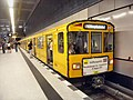 Berlin- U-Bahn-Station Hauptbahnhof- auf Bahnsteig- U-Bahn BVG Baureihe F 2660 8.8.2009.JPG