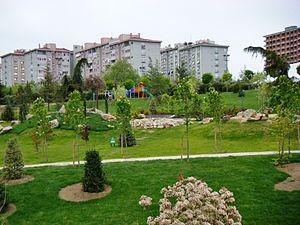 Beylikdüzü - Image: Beylikduzu Yesil Vadi Yaşam Vadisi Botanik Sehir Parki Nisan 2014 29