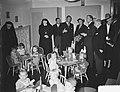 Bezoek koningin Juliana aan het Rooms Katholiek Weeshuis in de Jordaan, Bestanddeelnr 905-9452.jpg