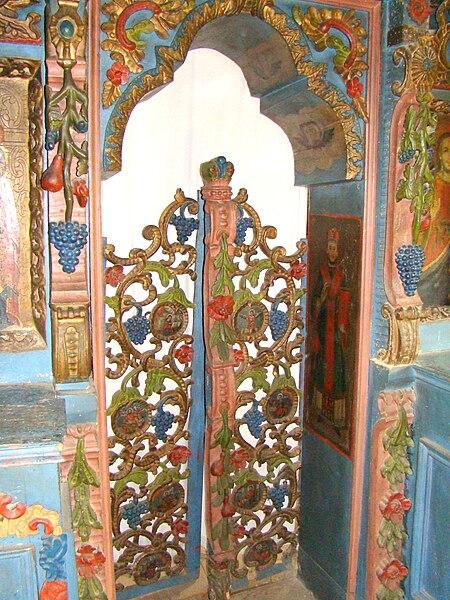 Fişier:Biserica de lemn din Dumbrava, Maramures (5).JPG