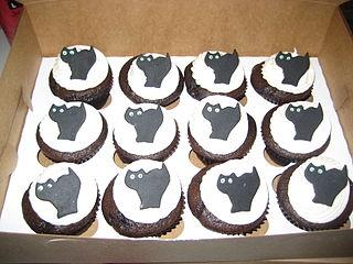 Black Cat Cupcake Cake