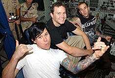 Left to right: Tom DeLonge, Mark Hoppus and Travis Barker visit US soldiers stationed in Manama, Bahrain in August 2003.