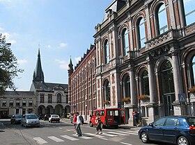 La maison communale, l'ancien pensionnat, la justice de Paix et l'église Saint-Géry