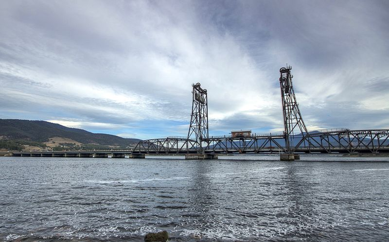 File:Bridgewater Bridge from east in 2015 - Hobart, Tasmania.jpg