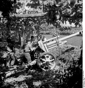 10.5 cm leFH 18/40 - The leFH 18/40 howitzer in a concealed firing position in Italy, 1944.