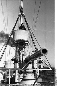 Bundesarchiv Bild 101II-MN-1591-25, VP-Boot, Leben an Bord, Ausguck.jpg