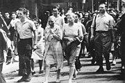 Bundesarchiv Bild 146-1971-041-10, Paris, der Kollaboration beschuldigte Französinnen