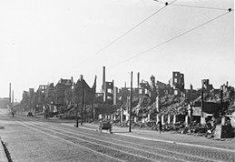 Risultati immagini per amburgo dopo la guerra