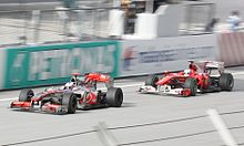 Photo de la McLaren MP4-25 de Button et de la Ferrari F10 d'Alonso à Sepang