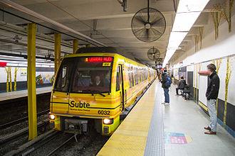 Dorrego (Buenos Aires Underground) - Image: CAF 6000 at Dorrego