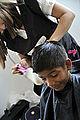 Cabelereira do Senac dá corte ao cabelo do jovem morador de Iranduba (AM) (8030650455).jpg