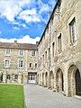 Caen abbayeauxhommes palaisducal cour.jpg