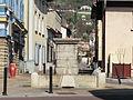Calvaire-fontaine de Miribel, sans sa croix en réfection.JPG