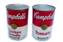 Des boîtes de soupes Campbell's, motif majeur dans l'œuvre de Warhol