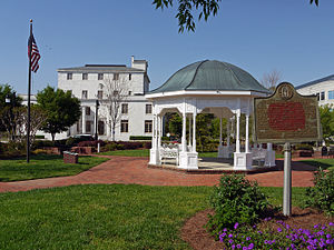English: Town square, downtown Canton, GA, USA