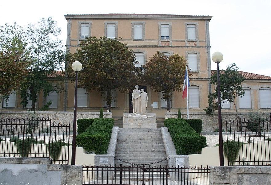 Capestang (Hérault) - monument aux morts.
