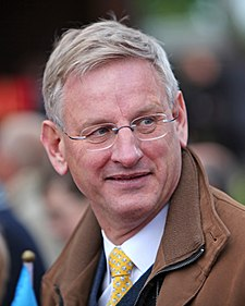 Carl Bildt under nationaldagsfirande vid Skansen 2009.jpg