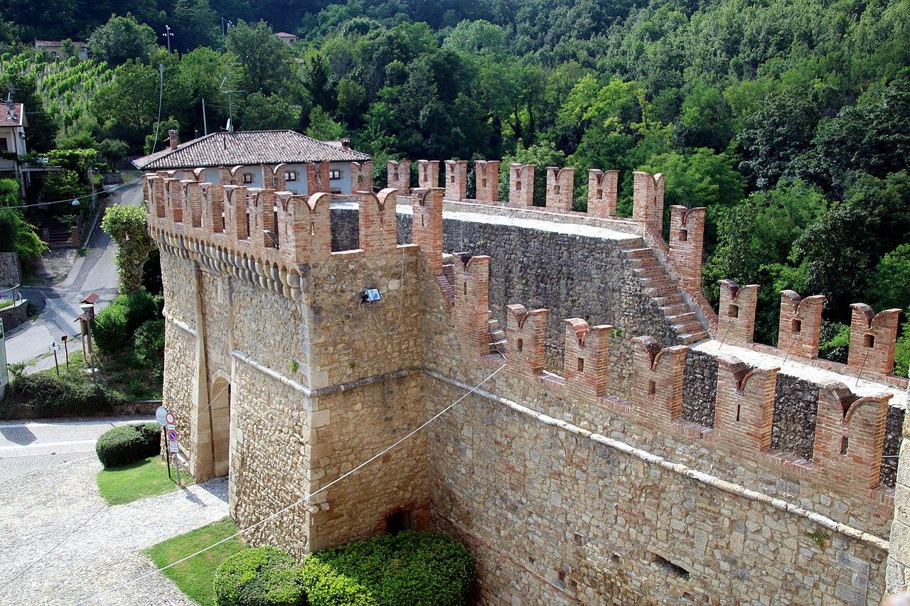 Castello di Vigoleno (Vernasca), rivellino 02.jpg
