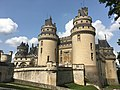 Château de Pierrefonds depuis le parc.jpg