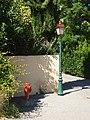 Châteauneuf-le-Rouge-FR-13-lampadaire & bouche d'incendie-01.jpg