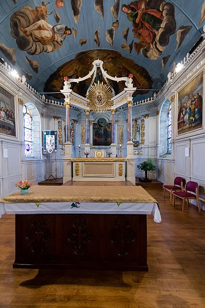 Français:  Chœur de l'église Saint Théo, Le Bodéo (France).
