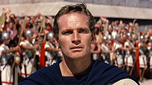 Charlton Heston è Ben-Hur nell'omonimo film vincitore di 11 premi Oscar.